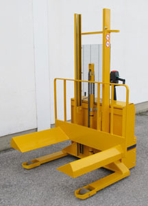 reel-handling-powered-stacker
